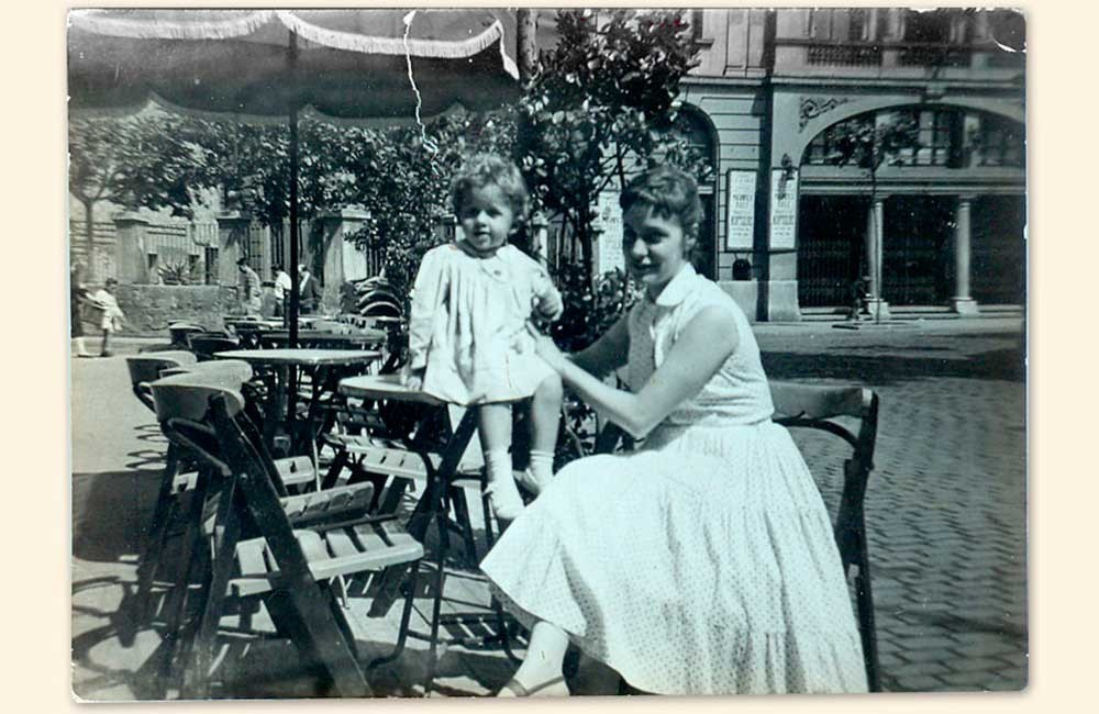 tia-maria-con-maria-1958